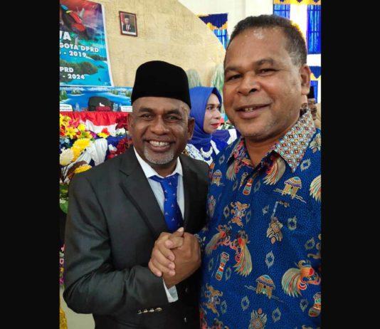 Ketua panitia Festival Munara Insos-Kabor se-Tanah Papua, Abdul Wahab Warwey (kiri) dan ketua Insos Kabor se-Tanah Papua, Arius Mofu (kanan). Foto:IST