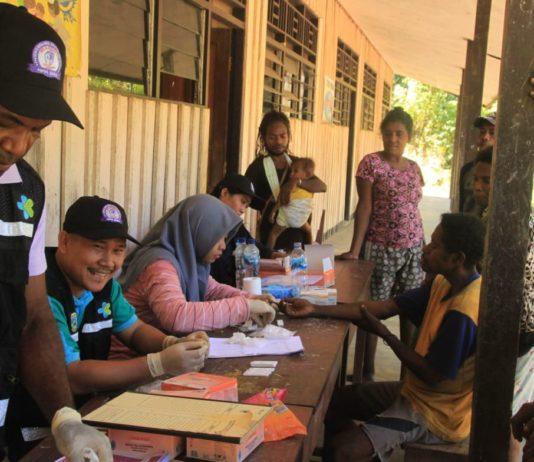 Suasana pelayanan tim pengelola malaria dari Dinas Kesehatan Provinsi dan Kabupaten Tambrauw.