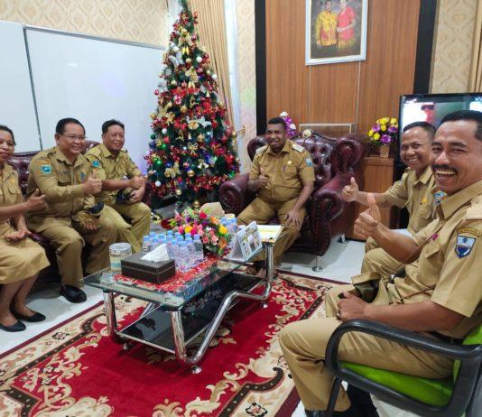 Pertemuan fasilitasi dan klarifikasi Kepala Bappeda, Kadinkes dengan Jajaran serta HAKLI Provinsi Papua Barat, Senin 9 Desember 2019 di ruang kerja Bupati Manokwari. Foto:IST