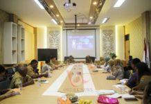 Suasana rapat di kantor dinas Kesehatan Provinsi Papua Barat. Foto: ALW/ON